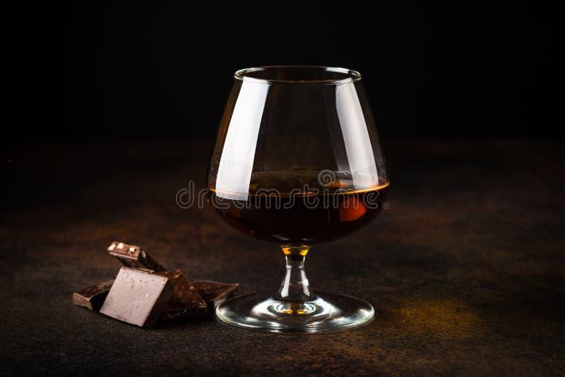 Coñac o brandy y chocolate fotos de archivo libres de regalías