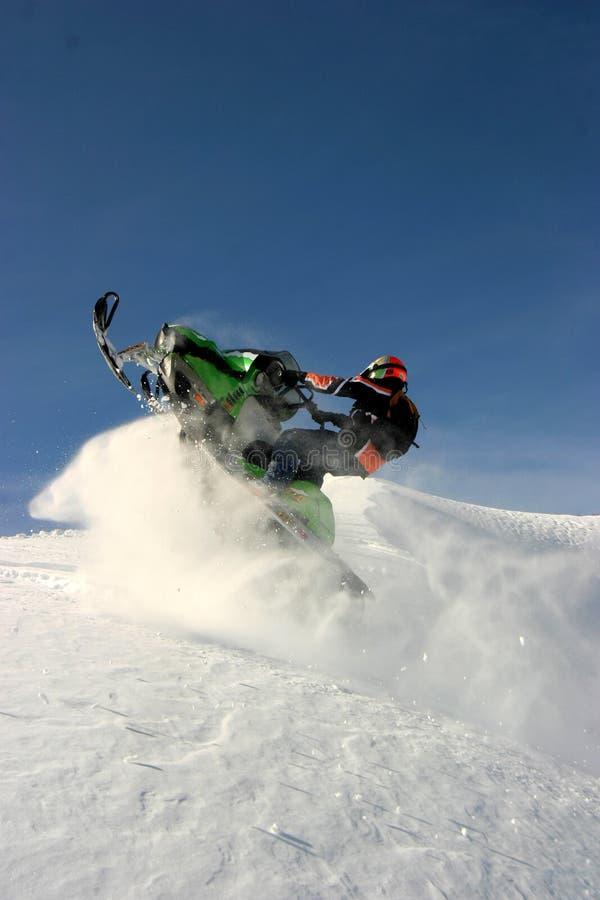 co琼斯通过snowmobiler 库存照片