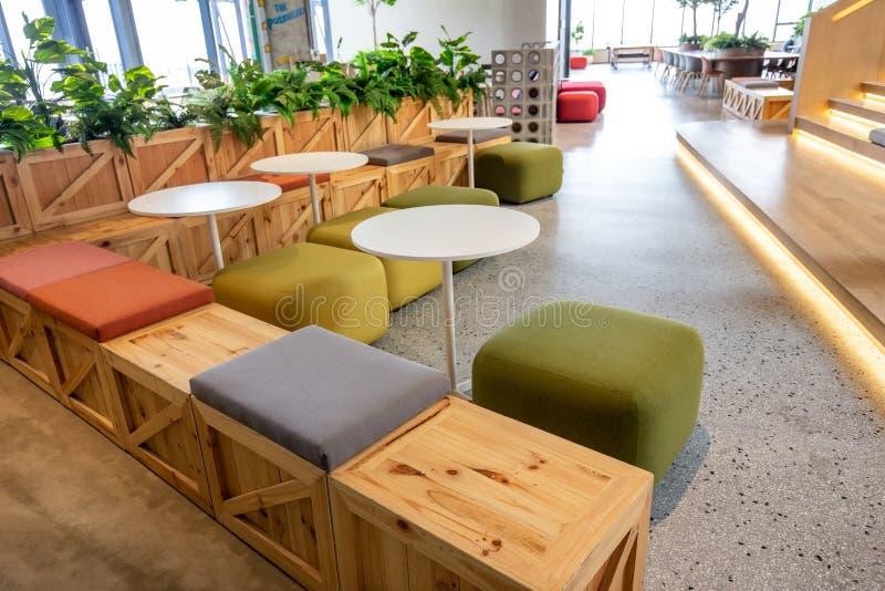 Co-werkende Ruimte met luxe comfortabel ontwerp voor het werk stock foto's