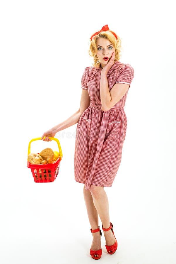Co wy myśleć o ten jeden Co kupować savings na zakupach zmartwiona retro kobieta iść robić zakupy nie martw się Kobieta zdjęcie stock