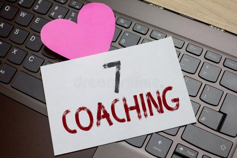 Coachning för ordhandstiltext 7 Affärsidé för Refers till ett antal diagram angående affären som är lyckad pappers- romantiker royaltyfri foto