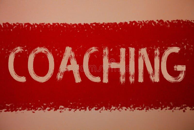 Coachning för textteckenvisning Det begreppsmässiga fotoet förbereder upplyst odlar att vässa uppmuntrar förstärker idéer som röd royaltyfri foto