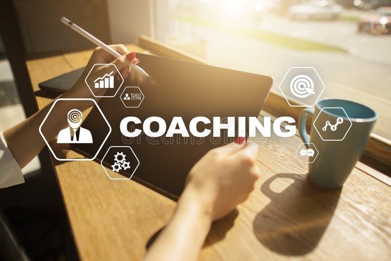 Coachning och mentoring på den faktiska skärmen Personligt utvecklingsbegrepp royaltyfria bilder
