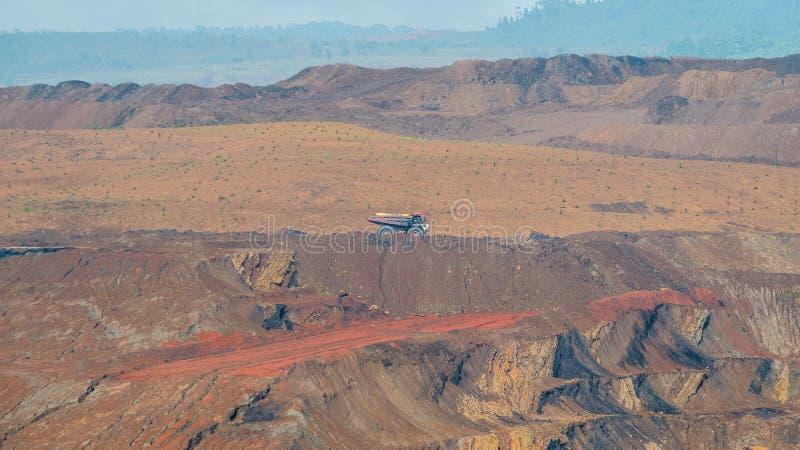 Coalmining för öppen grop, Sangatta, Indonesien royaltyfria bilder