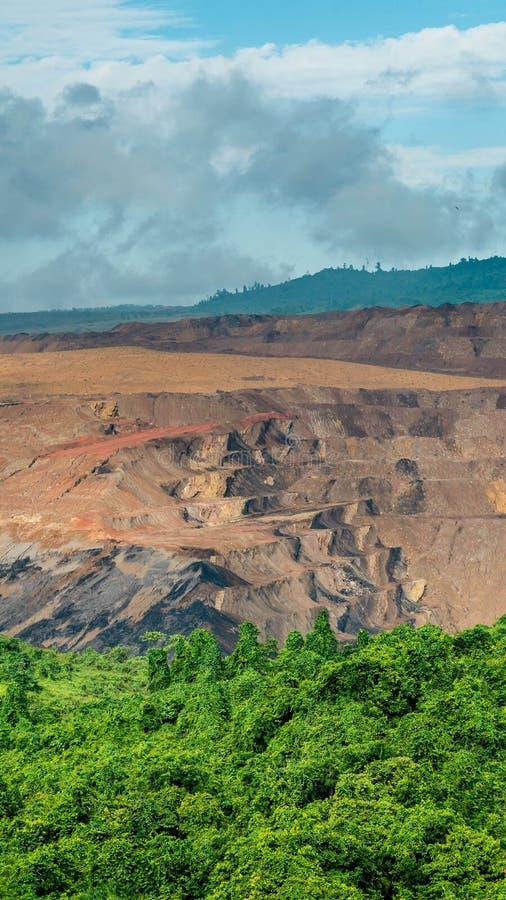 Coalmining för öppen grop, Sangatta, Indonesien royaltyfri bild