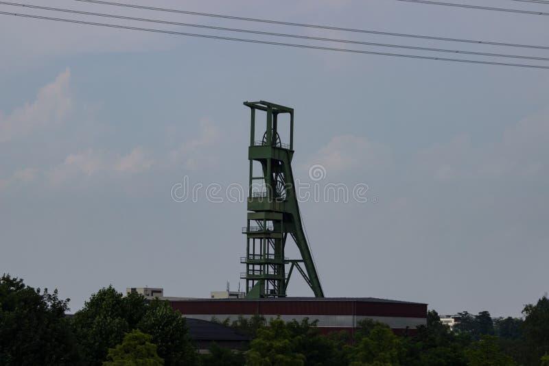 Coalmining wierza przed szarym niebem fotografia royalty free