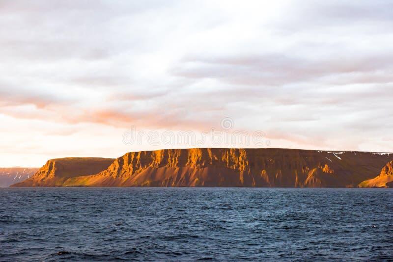 Glowing light on coastline, Iceland royalty free stock photos