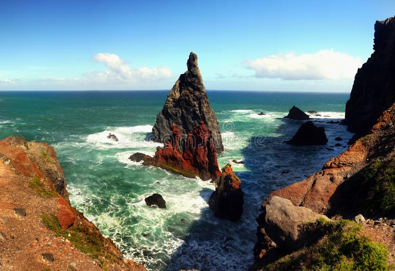 Coastline septentrional Ponta de Sao Lourenco, Madeira, Portugal foto de archivo libre de regalías