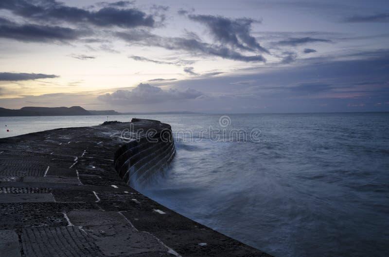 Cobben på Lyme Regis royaltyfria foton