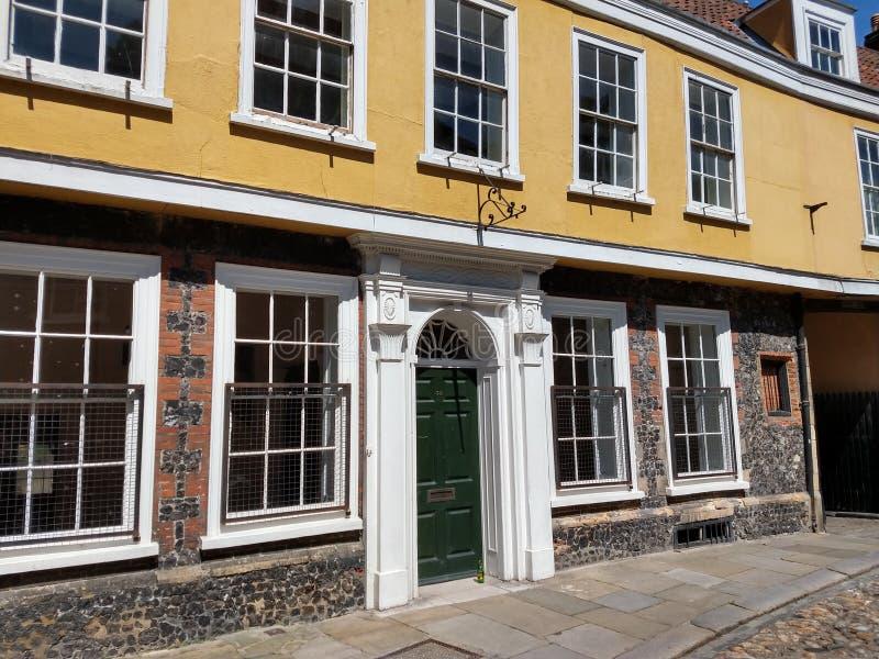 Cobblestoned historischer Ulmen-Hügel, Norwich, Norfolk, England lizenzfreie stockbilder