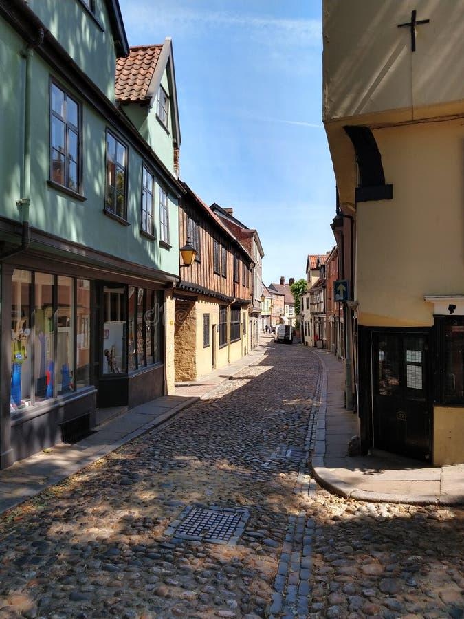 Cobblestoned historischer Ulmen-Hügel, Norwich, Norfolk, England stockfotografie
