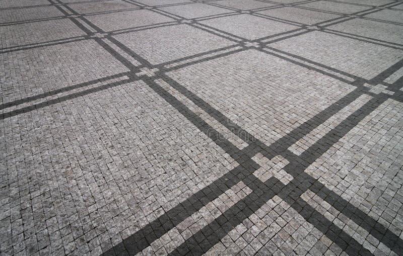 Cobblestoned Pflasterungshintergrund des Granits mit regelmäßigem Design stockfotografie