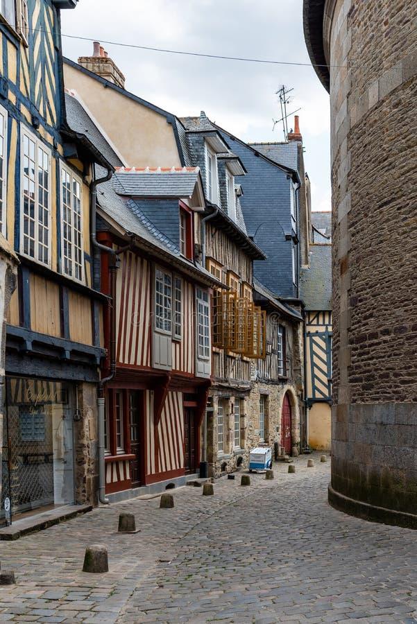 Cobblestoned Straße in der historischen Mitte von Rennes stockfotografie