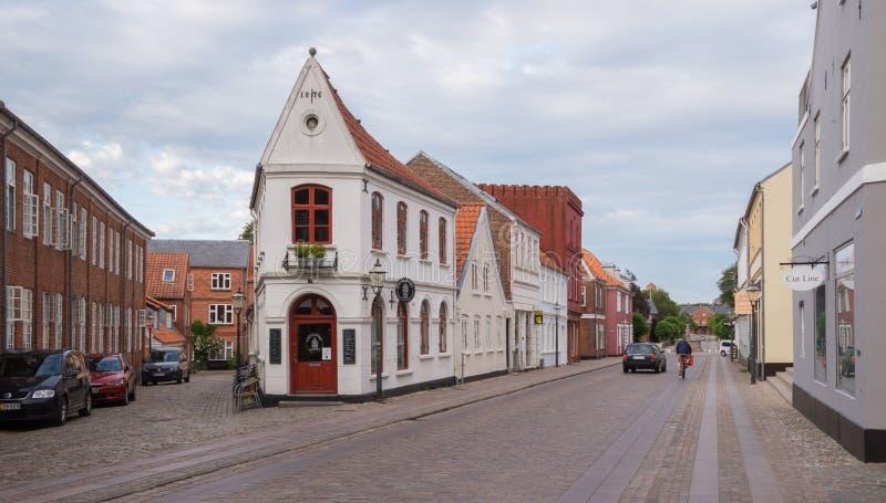 Cobblestoned Straße in Ribe, Dänemark stockfotos
