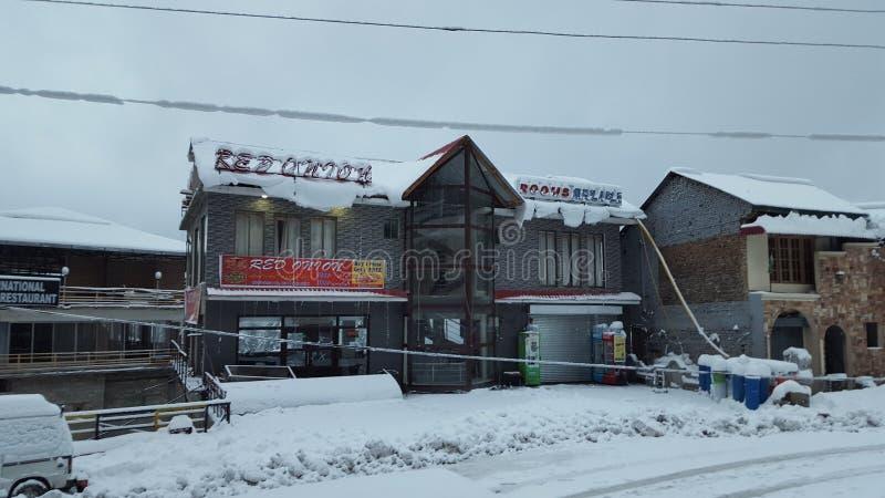 Coberto com o inverno de viagem de fascinação bonito do destino da beleza de Ásia Paquistão da neve fotografia de stock royalty free