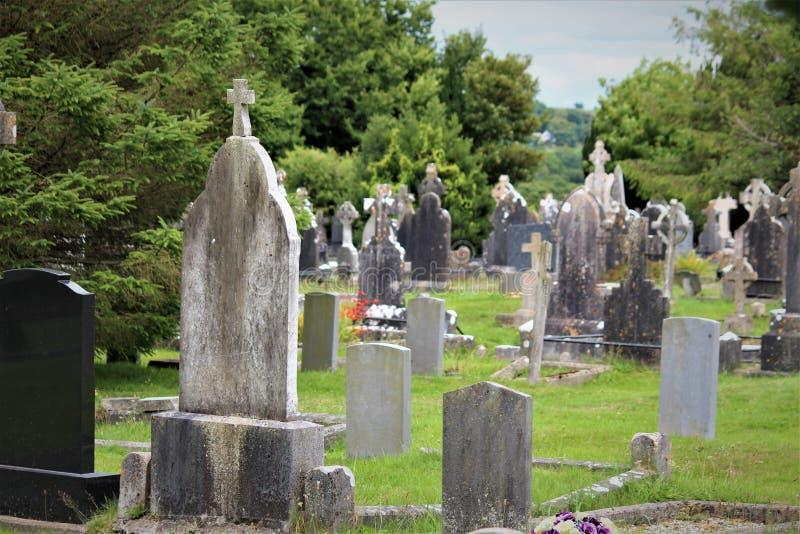 Cobh okręgu administracyjnego korek, Irlandia, Sierpień,/- 14 2018: Stary Kościelny cmentarz w Cobh jest punktem zwrotnym ma maso fotografia stock