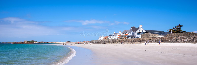 Cobo plażowy panoramiczny krajobraz, Guernsey zdjęcia royalty free