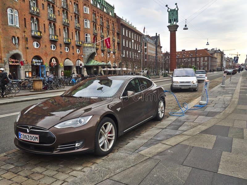 Cobrar do carro elétrico fotos de stock royalty free