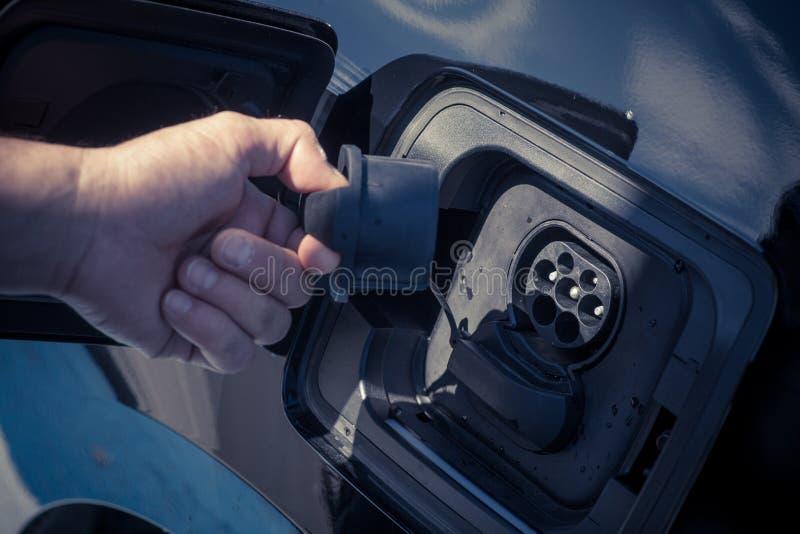 Cobrar do carro elétrico imagem de stock royalty free