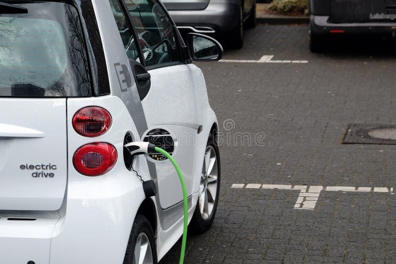 Cobrar do veículo eléctrico fotografia de stock