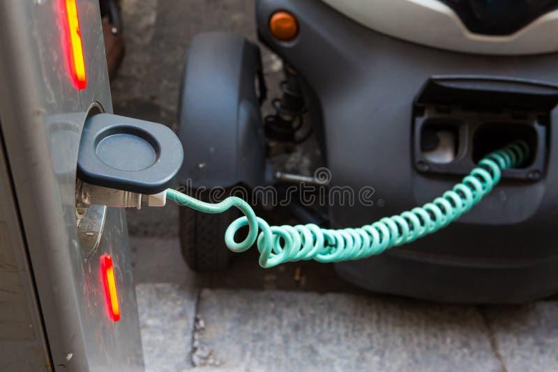 Cobrar do veículo eléctrico fotos de stock