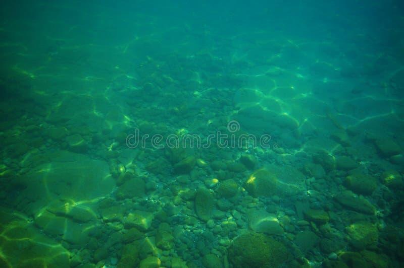Cobrir a parte inferior no mar verde fotografia de stock
