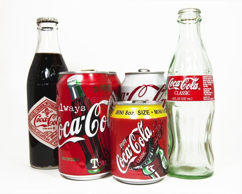 Coca Cola Bottles och cans arkivfoto