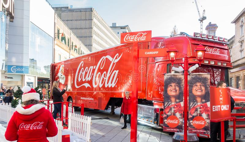 Coca Cola Christmas Truck har ankommit i Cardiff, UK arkivfoton