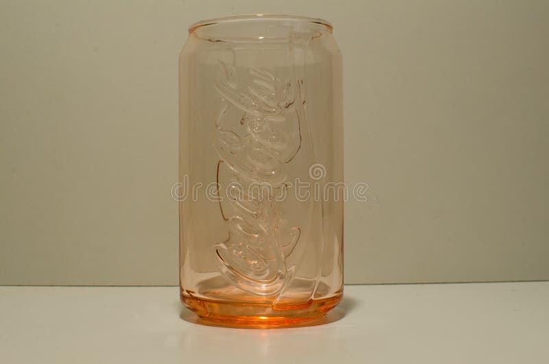 Coca Cola Coke kann begrenzte Ausgabe der Glassammlung durch McDonald Australien in der orangeroten Farbe stockbild