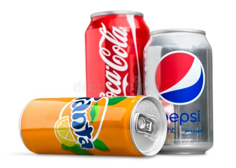 Coca-Cola-Dosen auf weißem Hintergrund Coca-Cola ist lizenzfreies stockbild