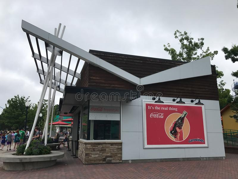 Coca Cola Refreshment Building bij het Pretpark van Carowinds royalty-vrije stock afbeeldingen