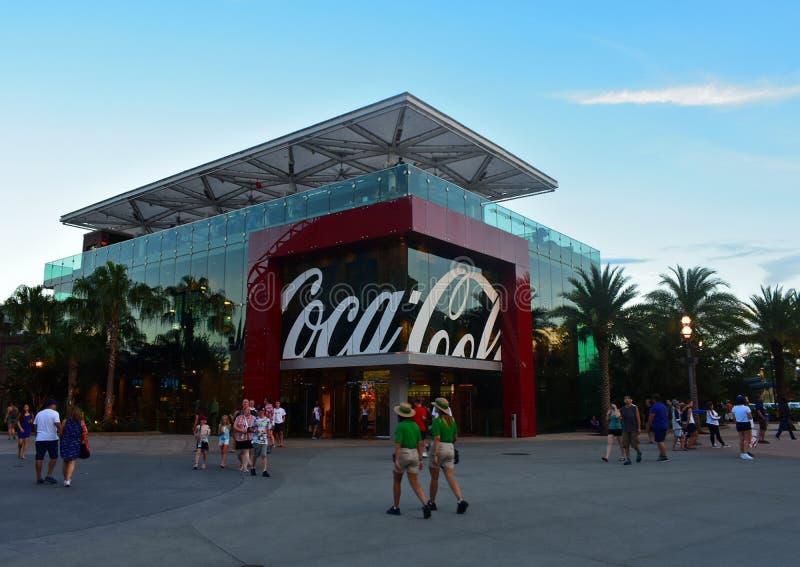 Coca Cola Store en el lago Buena Vista, en backround del cielo azul imágenes de archivo libres de regalías