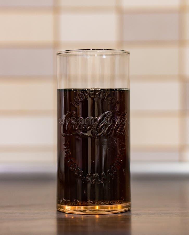 Coca-cola in un vetro fotografia stock