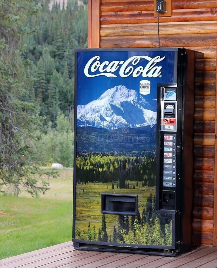 Coca - colavendingmaskin royaltyfria bilder