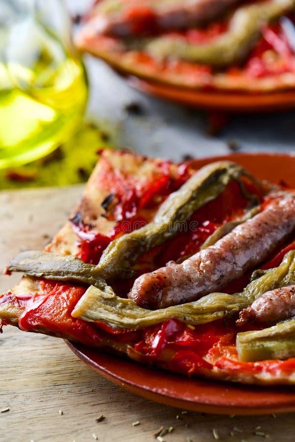 Coca de recapte, bolo saboroso catalan similar à pizza fotos de stock royalty free