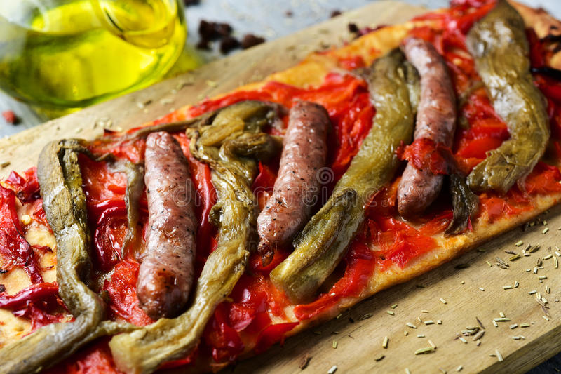 Coca de recapte, dolce saporito catalano simile a pizza immagine stock