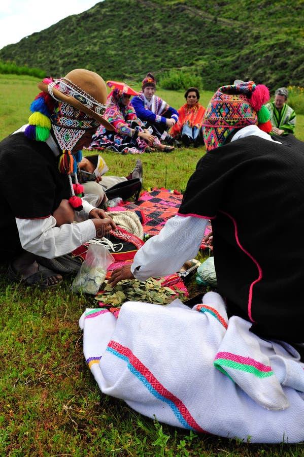 A coca folheia preparação para convidados do casamento imagens de stock