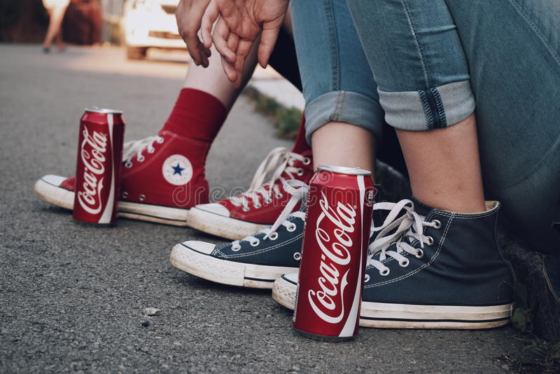 CocaCola vs converse fotografia royalty free