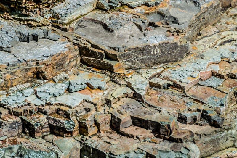 Cocci di roccia stratificata Struttura naturale fotografia stock libera da diritti