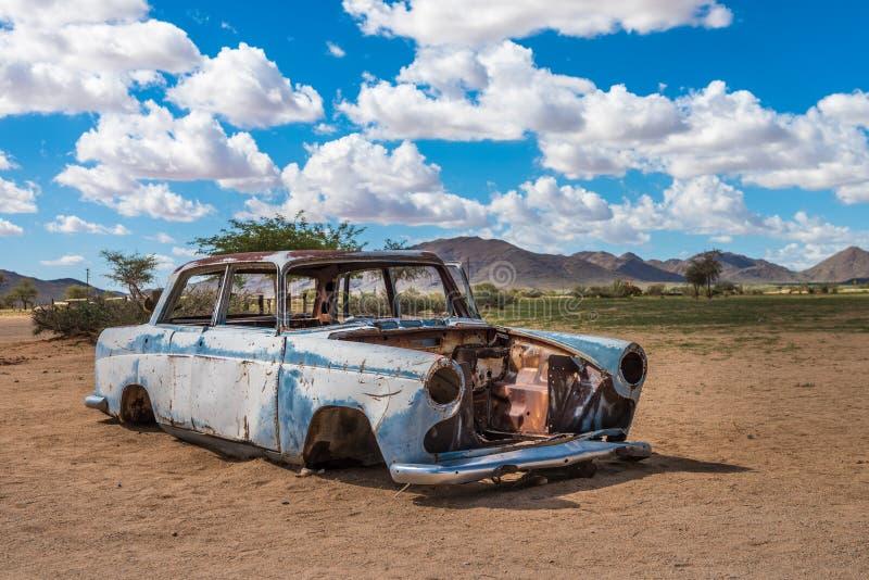 Coche abandonado en el desierto de Namib, solitario, Namibia fotos de archivo libres de regalías