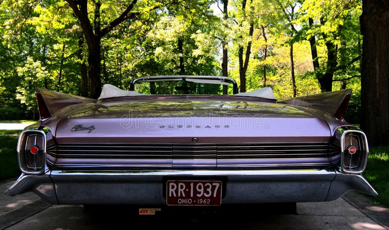 Coche americano clásico: Cadillac rosado fotografía de archivo libre de regalías