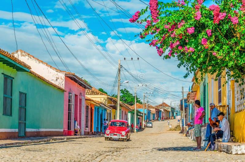 Coche americano clásico en calles de Trinidad, Cuba imágenes de archivo libres de regalías