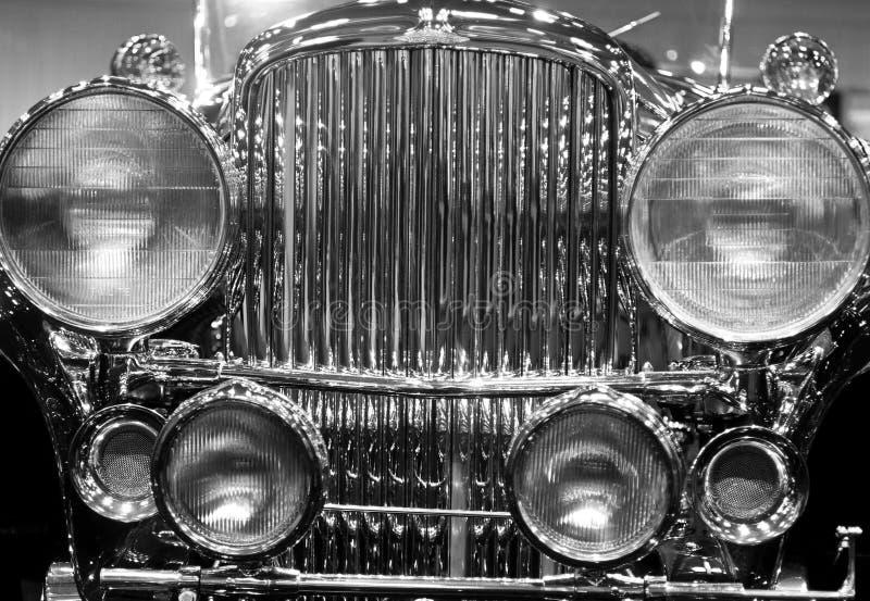 Coche antiguo negro y blanco Front Grille y linternas imágenes de archivo libres de regalías