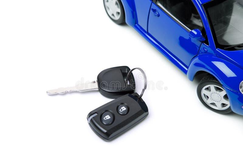 Coche azul y clave del coche imagen de archivo libre de regalías