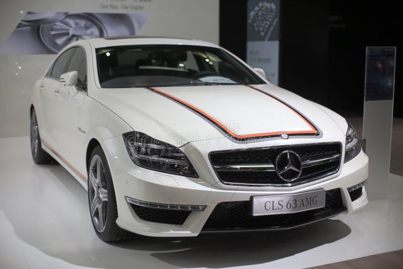 Coche blanco del amg de los cls 63 del Mercedes-Benz imagenes de archivo