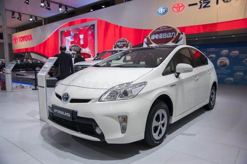 Coche blanco del prius de Toyota fotos de archivo