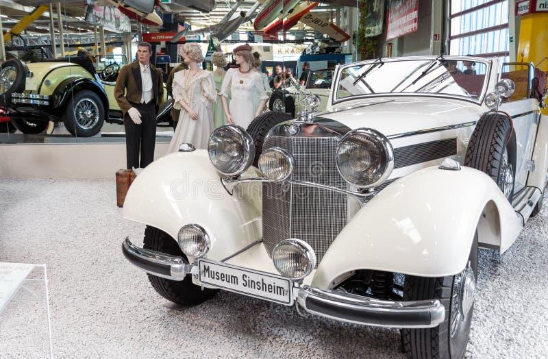 Coche clásico de Mercedes Benz del vintage en la exhibición en el museu de Sinsheim fotos de archivo