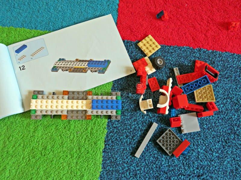 Coche constructivo del lego imagenes de archivo