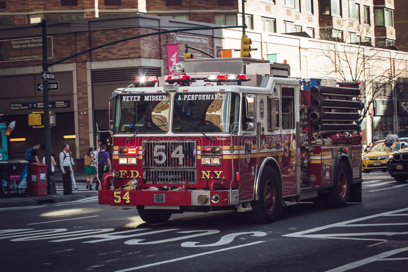 Coche de bomberos en la acción imagen de archivo libre de regalías