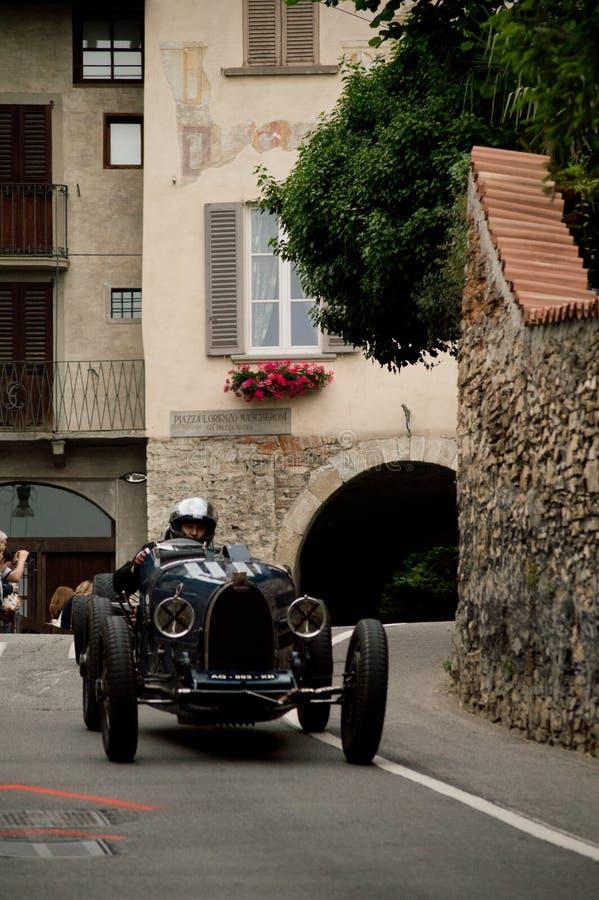 Coche de carreras clásico en Bérgamo Grand Prix histórico 2015 imagenes de archivo